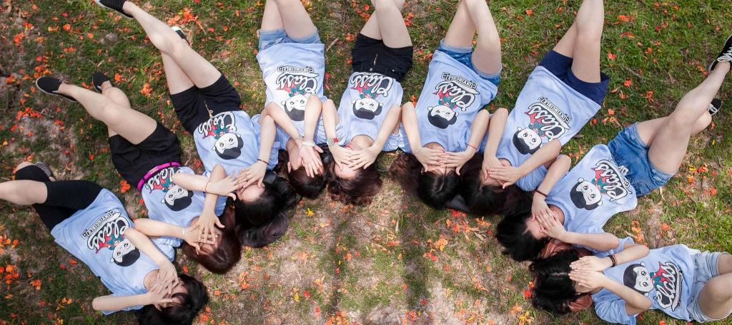 Những mẫu áo đồng phục nhóm đẹp, cá tính cho bạn trẻ